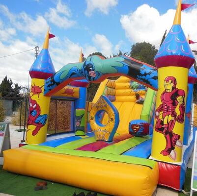 Alquiler castillo hinchable superheroes para fiesta infantil