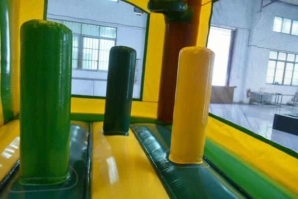 Alquiler colchonetas hinchables con obstáculos